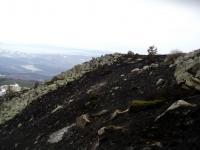 Горящият терен е в местности с изключително добра гледка към Пернишко поле