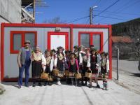 Лазарки и жители на Кладница удома в този цветен ден