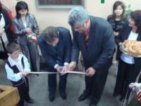 Зам. кметът на община Перник Иван Джегалски и кметът на Кладница Краси Трайков прерязаха лентата